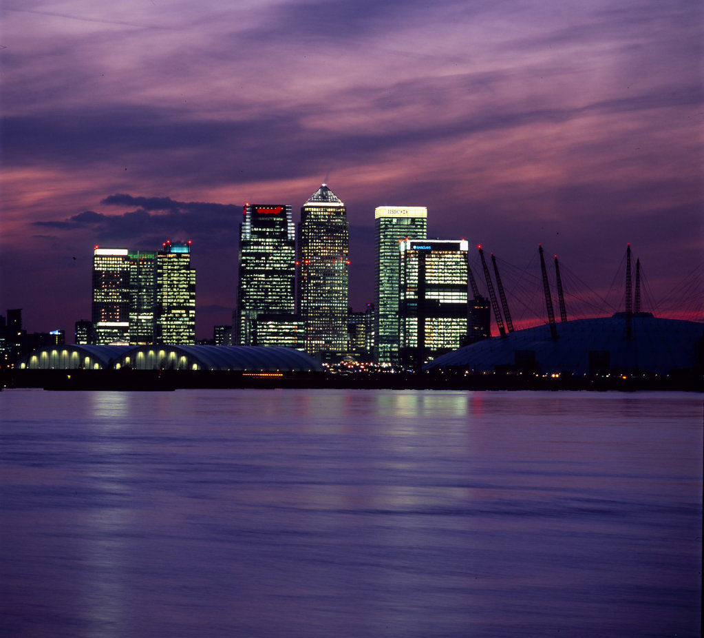 Canary-Wharf-and-O2-centre.jpg